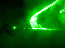 Το πράσινο λέιζερ παρουσιάζει με το DJ Στοκ φωτογραφία με δικαίωμα ελεύθερης χρήσης