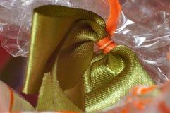 Το πράσινο δώρο κορδελλών για το πρόσωπο ευγένειάς σας στην κινηματογράφηση σε πρώτο πλάνο συλλαμβάνει την ταϊλανδική χειροτεχνία Στοκ Φωτογραφία