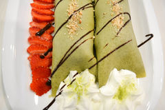 Το πράσινο παγωτό τσαγιού crepes Στοκ Εικόνες