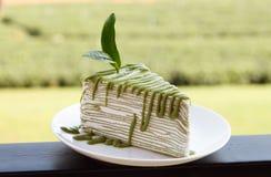 Το πράσινο τσάι crepe το κέικ σε άσπρο δίσκο Στοκ εικόνες με δικαίωμα ελεύθερης χρήσης