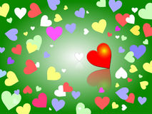Το πράσινο υπόβαθρο με την κρητιδογραφία χρωματίζει τις καρδιές Στοκ Φωτογραφίες