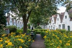 Το προαύλιο καλλιεργεί στα πτωχοκομεία de Muelenaere και του sint-Jozef, Μπρυζ, Βέλγιο Στοκ φωτογραφία με δικαίωμα ελεύθερης χρήσης