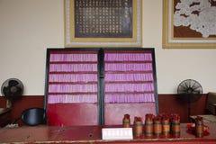 Το προβλεφθε'ν έγγραφο για την απάντηση των ραβδιών τύχης ή του ραφή-Si ή το CIM KAU για το Κινεζικό λαό shak και ρωτά στο ναό Ti στοκ φωτογραφία