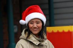 Το προσωπικό των UNIVERSAL STUDIO Ιαπωνία έβαλε σε Χριστούγεννα ΚΑΠ κατά την προσέγγιση του εορτασμού yuletide στοκ φωτογραφία