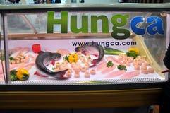 Το προϊόν γατόψαρων Pangasius είναι παρουσιάζει σε μια τοπική αγορά Στοκ Εικόνα