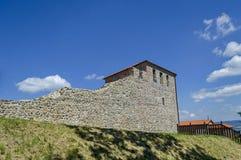 Το πρόσφατο φρούριο αρχαιότητας επικρατεί κοντά πόλη ή Stari Μαλί του Μαλί grad Στοκ Φωτογραφία