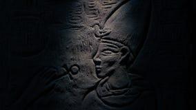 Το πρόσωπο λάμπει φανός στη γλυπτική τοίχων της Αιγύπτου φιλμ μικρού μήκους