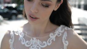 Το πρόσωπο μιας όμορφης νύφης απόθεμα βίντεο
