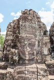 Το πρόσωπο πετρών καταστροφών bayon στην πύλη Angkor Wat, Siem συγκεντρώνει, Cambo Στοκ Φωτογραφία