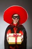 Το πρόσωπο που φορά το καπέλο σομπρέρο στην αστεία έννοια Στοκ εικόνες με δικαίωμα ελεύθερης χρήσης