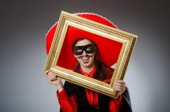 Το πρόσωπο που φορά το καπέλο σομπρέρο στην αστεία έννοια Στοκ εικόνα με δικαίωμα ελεύθερης χρήσης