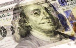 Το πρόσωπο του Benjamin Franklin αμερικανικά εκατό ή 100 δολάριο τιμολογεί τη μακροεντολή, κινηματογράφηση σε πρώτο πλάνο Ηνωμένω στοκ εικόνα με δικαίωμα ελεύθερης χρήσης