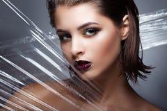 Το πρότυπο κορίτσι μόδας ομορφιάς με φωτεινό αποτελεί Πορτρέτο τέχνης μόδας Στοκ εικόνα με δικαίωμα ελεύθερης χρήσης