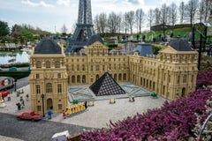 Το πρότυπο μουσείων LEGO του Λούβρου που επιδεικνύεται σε Legoland Windsor miniland Στοκ φωτογραφία με δικαίωμα ελεύθερης χρήσης