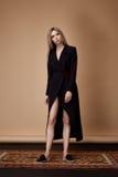 Το πρότυπο μόδας θέτει το πρόσθιο ύφασμα σχεδιαστών θερινής συλλογής καταλόγων Στοκ Εικόνες