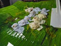 Το πρόχειρο φαγητό φιαγμένο από αλεύρι με το βράσιμο στον ατμό, έβαλε έπειτα την πλήρωση είναι γλυκό τ στοκ φωτογραφίες με δικαίωμα ελεύθερης χρήσης