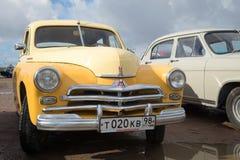 Το πρώτο σοβιετικό αυτοκίνητο με έναν monocoque τύπο GAZ M20 Pobeda πακτώνων σωμάτων στην παρέλαση των αναδρομικών αυτοκινήτων Στοκ Φωτογραφίες