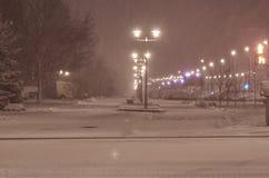 Το πρώτο χιόνι στα περίχωρα της περιοχής ύπνου της πόλης Στοκ Εικόνες