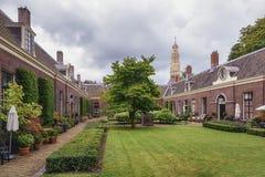 Το πτωχοκομείο ο πράσινος κήπος στο παλαιό κέντρο του Χάρλεμ με στοκ εικόνα