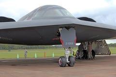 Το πυρηνικό βομβαρδιστικό αεροπλάνο μυστικότητας πνευμάτων USAF B2 στοκ εικόνες