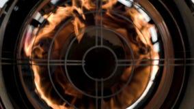 Το πυροβόλο όπλο θερμότητας φυσά τη θερμότητα άμεσα στο θεατή Η πυρκαγιά καίγεται τόσο κοντά σε σας απόθεμα βίντεο