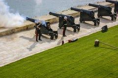 Το πυροβόλο όπλο μεσημεριού που βάζεται φωτιά σε Valletta στοκ εικόνες με δικαίωμα ελεύθερης χρήσης