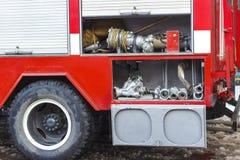 Το πυροσβεστικό όχημα είναι κόκκινο Πυρκαγιά και σωστικά μέσα σε ένα πυροσβεστικό όχημα Στοκ φωτογραφίες με δικαίωμα ελεύθερης χρήσης