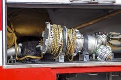 Το πυροσβεστικό όχημα είναι κόκκινο Πυρκαγιά και σωστικά μέσα σε ένα πυροσβεστικό όχημα Στοκ Φωτογραφίες