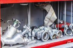 Το πυροσβεστικό όχημα είναι κόκκινο Πυρκαγιά και σωστικά μέσα σε ένα πυροσβεστικό όχημα Στοκ Εικόνα