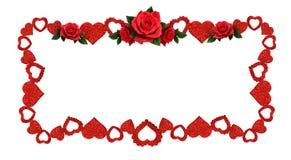 Το πλαίσιο με ακτινοβολεί καρδιές και κόκκινος αυξήθηκε λουλούδια Στοκ φωτογραφίες με δικαίωμα ελεύθερης χρήσης