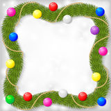 Το πλαίσιο Χριστουγέννων του έλατου διακλαδίζεται διακοσμημένες γιρλάντα σφαίρες χρώματος Στοκ φωτογραφία με δικαίωμα ελεύθερης χρήσης