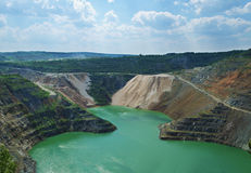 Το πλημμυρισμένο υπαίθριο ορυχείο στοκ εικόνες