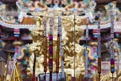Το ραβδί θυμιάματος μέσα ο ναός Στοκ Εικόνες