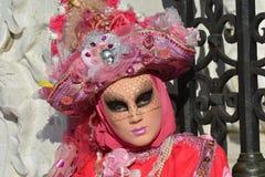 Το ροζ έντυσε με κοστούμι το καλυμμένο πορτρέτο γυναικών Στοκ Εικόνα
