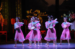 Το ροζ η κορίτσι-πρώτη πράξη των γεγονότων δράμα-Shawan χορού του παρελθόντος Στοκ εικόνα με δικαίωμα ελεύθερης χρήσης