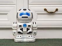 Το ρομπότ είναι ο πράσινος τάπητας Στοκ φωτογραφία με δικαίωμα ελεύθερης χρήσης