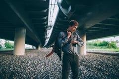 το ρολόι ατόμων βλεμμάτων τ&o Στοκ Εικόνες