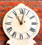 Το ρολόι παρουσιάζει ένδεκα O& x27 Ρολόι Στοκ Φωτογραφία