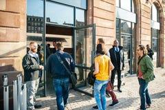 Το ρολόι της Apple αρχίζει παγκοσμίως - πρώτα smartwatch από App Στοκ Φωτογραφία
