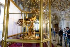 Το ρολόι Peacock και το εσωτερικό της αίθουσας περίπτερων Στοκ εικόνες με δικαίωμα ελεύθερης χρήσης