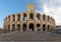 Το ρωμαϊκό αμφιθέατρο στην παλαιά πόλη Arles στην Προβηγκία στο νότο της Γαλλίας Στοκ Φωτογραφία