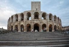 Το ρωμαϊκό αμφιθέατρο στην παλαιά πόλη Arles στην Προβηγκία στο νότο της Γαλλίας Στοκ εικόνα με δικαίωμα ελεύθερης χρήσης