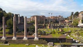 Το ρωμαϊκό φόρουμ είναι ένα από τα κεντρικά τετράγωνα στην αρχαία Ρώμη απόθεμα βίντεο