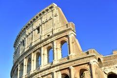 Το ρωμαϊκό Colosseum, μια θέση όπου gladiators πάλεψαν τόσο καλά όσο την ύπαρξη ένας τόπος συναντήσεως για τη δημόσια ψυχαγωγία,  στοκ φωτογραφία με δικαίωμα ελεύθερης χρήσης
