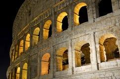 Το ρωμαϊκό Colosseum, μια θέση όπου gladiators πάλεψαν τόσο καλά όσο την ύπαρξη ένας τόπος συναντήσεως για τη δημόσια ψυχαγωγία,  στοκ φωτογραφίες