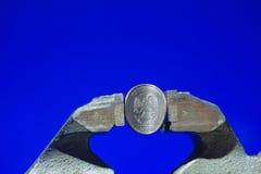 Το ρωσικό νόμισμα στη μέγγενη Στοκ Εικόνες