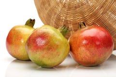 Το ρόδι ροδιών είναι ένας fruit-bearing αποβαλλόμενος θάμνος ή μια μικρή ανάπτυξη δέντρων σε 5†«8 μ ψηλά Το ρόδι είναι nativ στοκ φωτογραφία