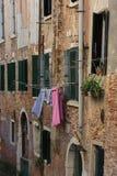 Το Σάββατο είναι ημέρα πλυντηρίων στη Βενετία Στοκ Φωτογραφία