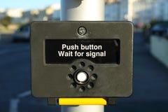 το σήμα ώθησης κουμπιών περιμένει Στοκ εικόνες με δικαίωμα ελεύθερης χρήσης