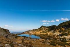 Το σαλέ επτά λιμνών και η λίμνη ψαριών, βουνό Rila, Bulgari Στοκ εικόνα με δικαίωμα ελεύθερης χρήσης